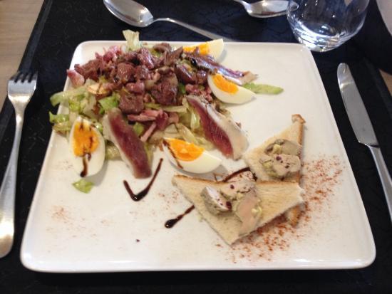 Hotel Restaurant Le Bon Duc: Salade fermière / gésiers/ magret/ foie gras sur toasts...