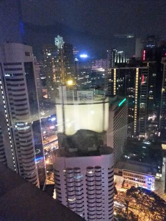 Pacific Regency Hotel Suites: View from Luna bar seating