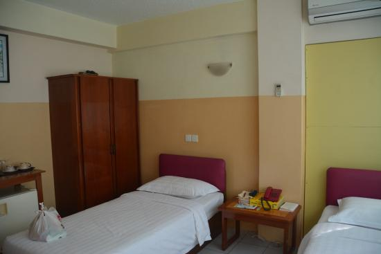 Eastern Hotel : Twin room with closet