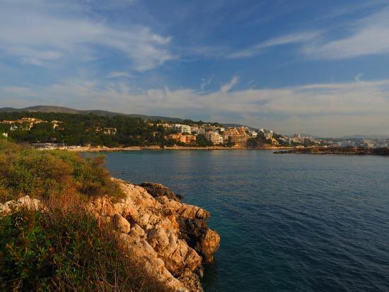Hotel RD Costa Portals: Local coastal view near Portals