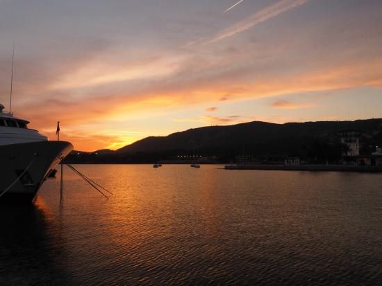 Hotel RD Costa Portals: Sunset over Portals Marina