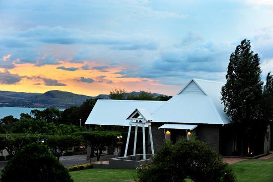 The bell room picture of villa paradiso hartbeespoort for Villas de jardin seychelles tripadvisor