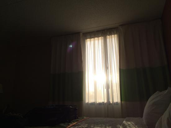 Fairfield Inn & Suites Cleveland Beachwood : Blinded by the light