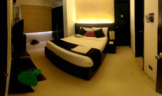 AR Suites Fontana Bay : Bedroom