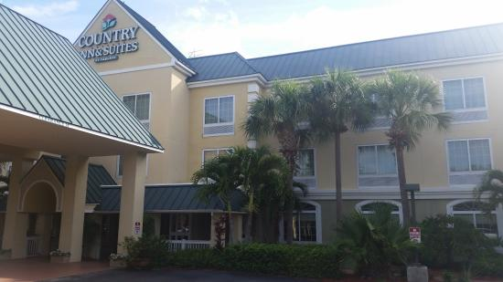 Country Inn & Suites By Carlson, Vero Beach-I-95: hotel,from parking area