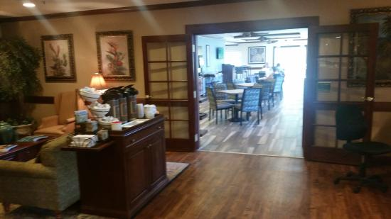 Country Inn & Suites By Carlson, Vero Beach-I-95: entry,and breakfast