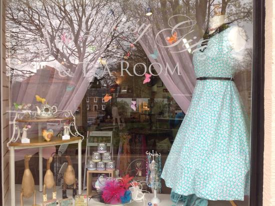 Falkland, UK: Miss Daisy Gifts & Tea Room