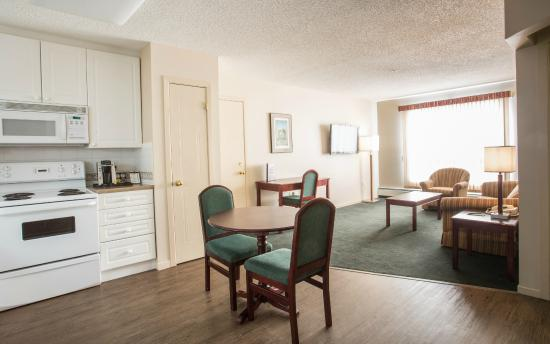 Capital Suites - Iqaluit: Suite Dining Area