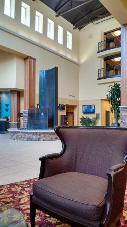 Embassy Suites by Hilton Columbus - Airport: Foyer