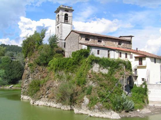Lago di Pontecosi: Chiesa di Pontecosi