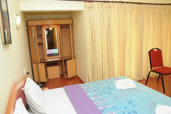 Fairstay Holiday Resort: Dress area