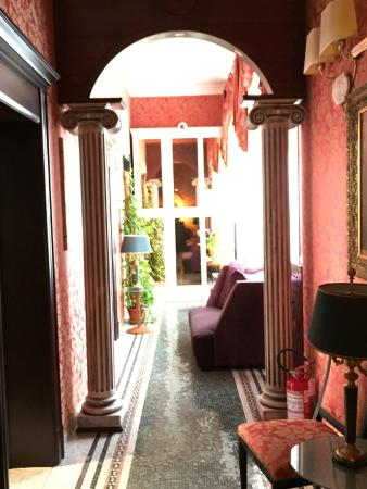 Celio Hotel: hallway