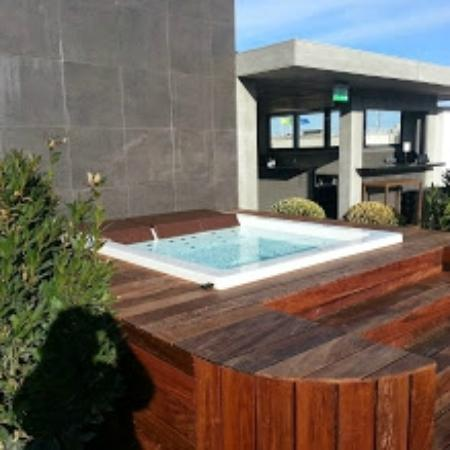 toit terrasse jacuzzi photo de portobay liberdade. Black Bedroom Furniture Sets. Home Design Ideas