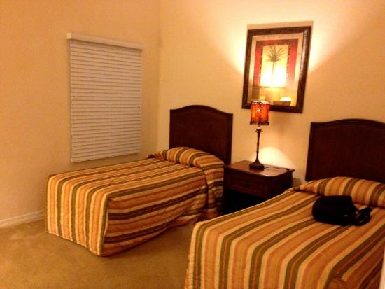 Caribe Cove Resort Orlando: Bedroom 3 with 2 twin beds... No TV