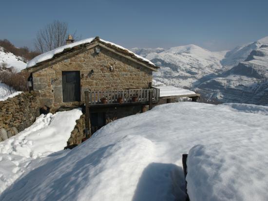 En invierno disfruta de la nieve fotograf a de caba as con encanto san roque de riomiera - Cabana invierno ...