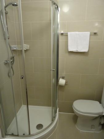 St. Mark Hotel: Salle de bains propre!