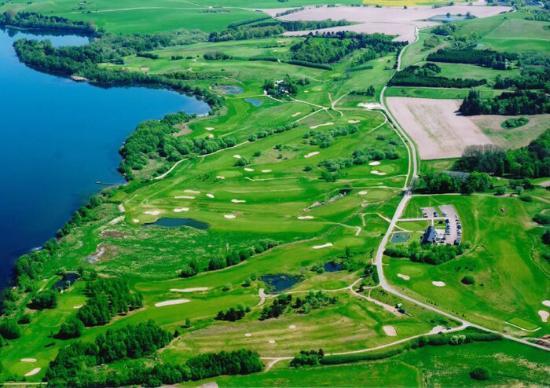 Skanderborg Golfklub ligger ved Hylke ved siden af Skanderborg Sø.
