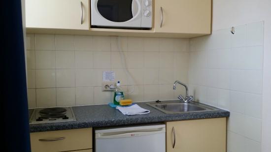StayMunich Serviced Apartments : cozinha equipada