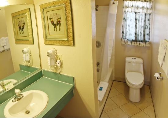Ocean Breeze Inn: Bathroom
