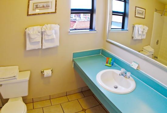 Ocean Breeze Inn: Bathroom