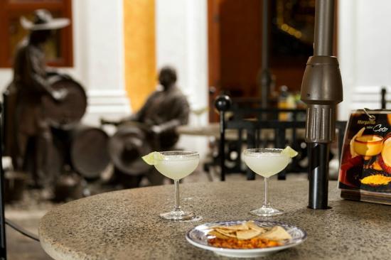 Destilería La Rojena - Jose Cuervo: Al final del recorrido degusta una deliciosa margarita en el bar de margaritas.