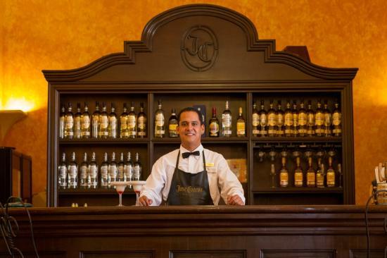 Destilería La Rojena - Jose Cuervo: ¡Bienvenidos al bar de margaritas!