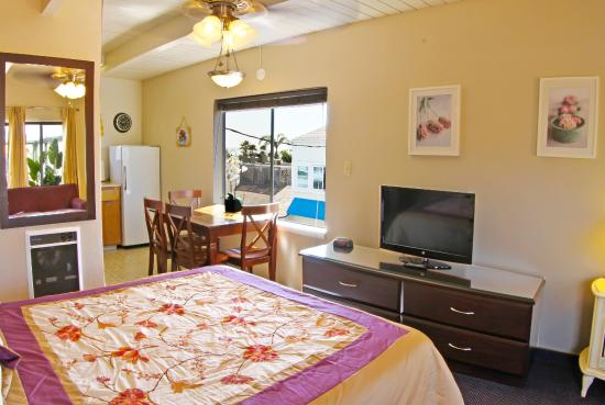 Ocean Breeze Inn: Suite with views of Pismo Downtown