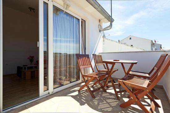 Boutique apartments seputic prices guesthouse reviews for Boutique hotel intermezzo 4 pag croatie
