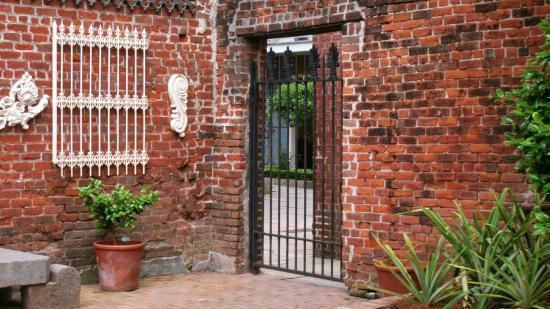 Hermann-Grima House: Carriage house courtyard