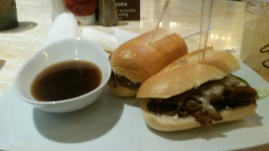 Zoozacrackers: roast beef dip