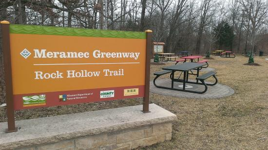 Ballwin, MO: Trailhead at Ridge Meadows school
