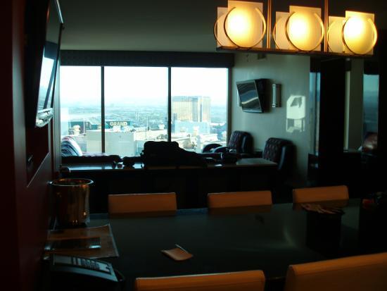 Elara By Hilton Grand Vacations Dining Room Living