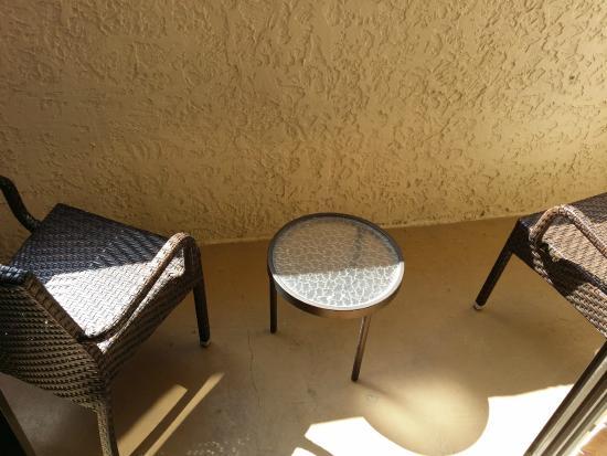 Atlanta Marriott Buckhead Hotel & Conference Center: Balcony Furniture