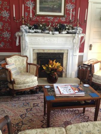 Rosehill Inn: Entry Room