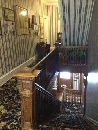 Rosehill Inn: Upstairs Hallway