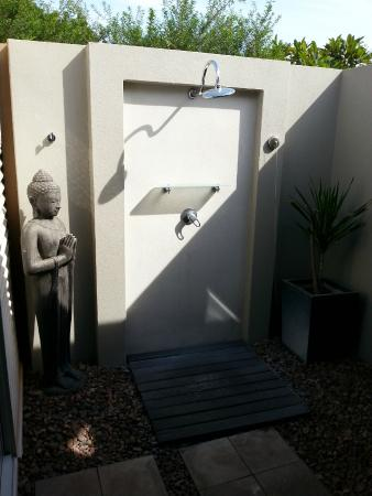 Mantra Frangipani Broome: Amazing outdoor shower