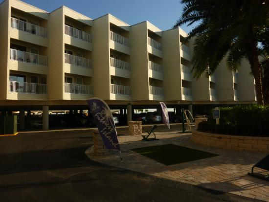 Sailport Waterfront Suites: Hotel U0026 Grounds