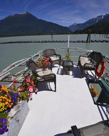 The Float House Inn: Upper Deck