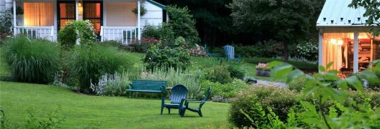 The Woodstock Inn on the Millstream: Grounds image summer