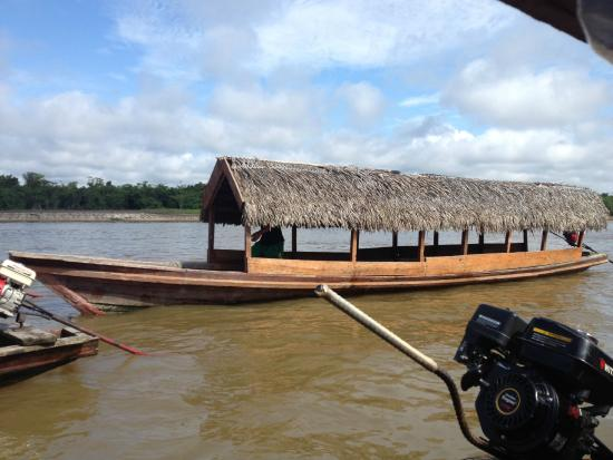 San Pedro Lodge: The boat that picks you up to take you to the lodge