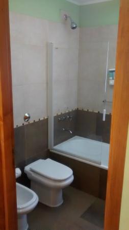 Hosteria El Coiron: Ducha y bañera
