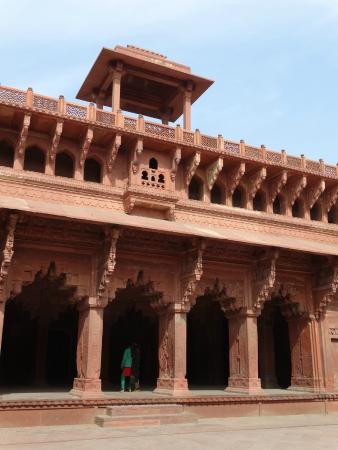Maryamuzzamani Palace