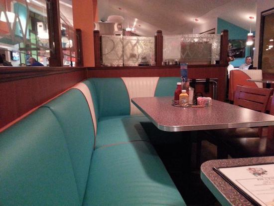 Twohey's Restaurant: Interior