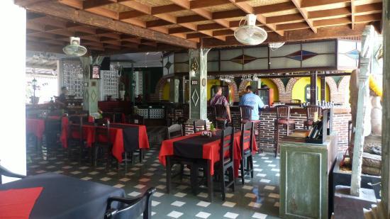 Sendok Hotel : Bar e restaurante.