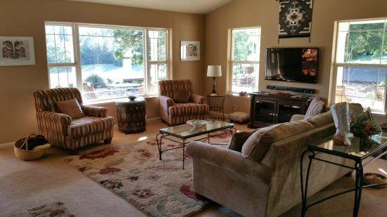 Red Tail Ranch : Living Room