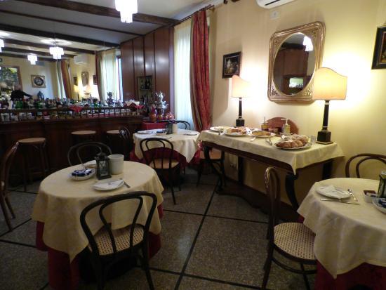 Hotel Bonconte: The bar/breakfast area