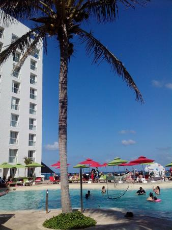 pileta picture of sunset royal beach resort cancun. Black Bedroom Furniture Sets. Home Design Ideas