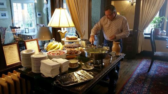The Bertram Inn: Breakfast