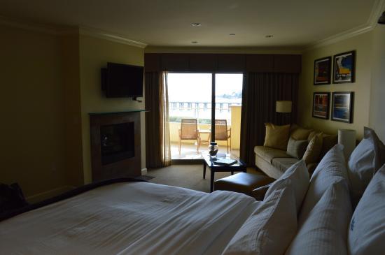 Malibu Beach Inn: Main room, pier view