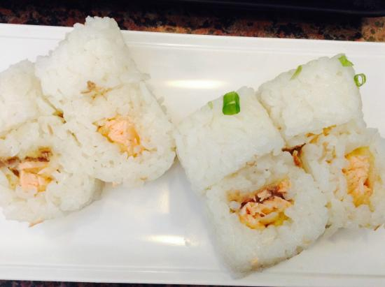 Beit Shemesh, Israël : special request - baked salmon sushi without nori